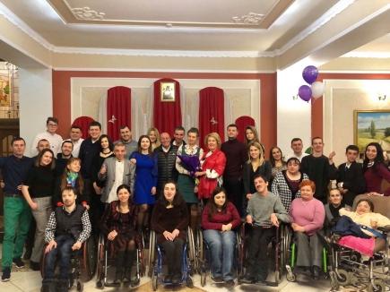 """Die Selbsthilfegruppe """"Open Hearts"""" feiert Neujahr zusammen mit freiwilligen Helferinnen und Helfern sowie den Eltern."""